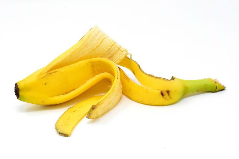 skórkę banana