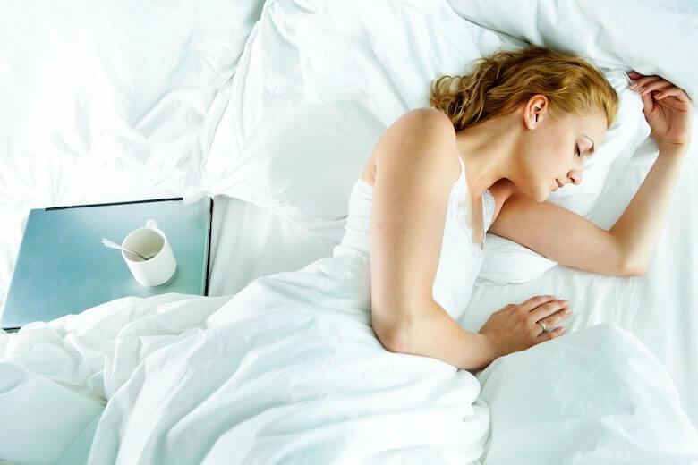 spać lewym boku
